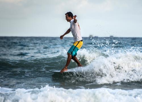 冲浪人铁桩:台风中逐浪的蒙古汉子